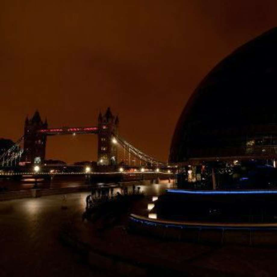 London Bridge City in Darkness