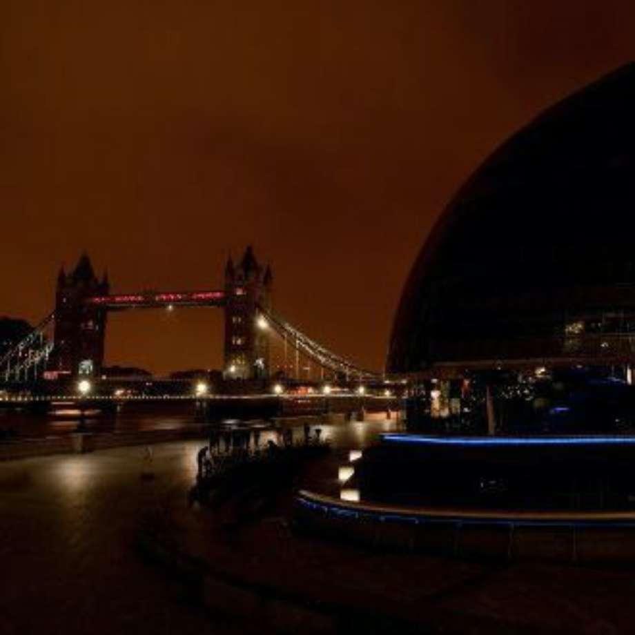 London Bridge City in Darkness
