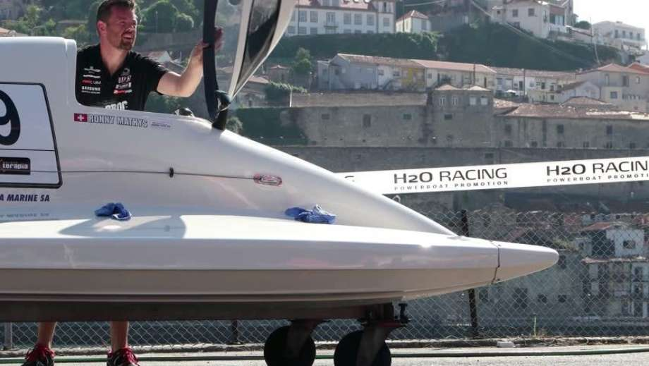 F1 H20 Boat On Wheels10